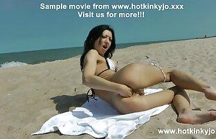 Rubia se inclina por fornicando en la playa la polla
